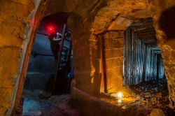 Explorer is going down to Askoldowa tunnel system CHERNOBYLwel.come Another kiev urbex underground tour